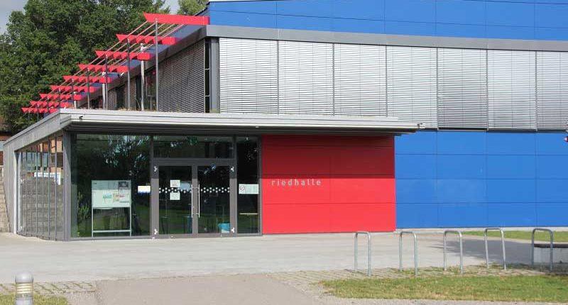 tsg-sportstaette-riedhalle-vordereingang-riedhalle