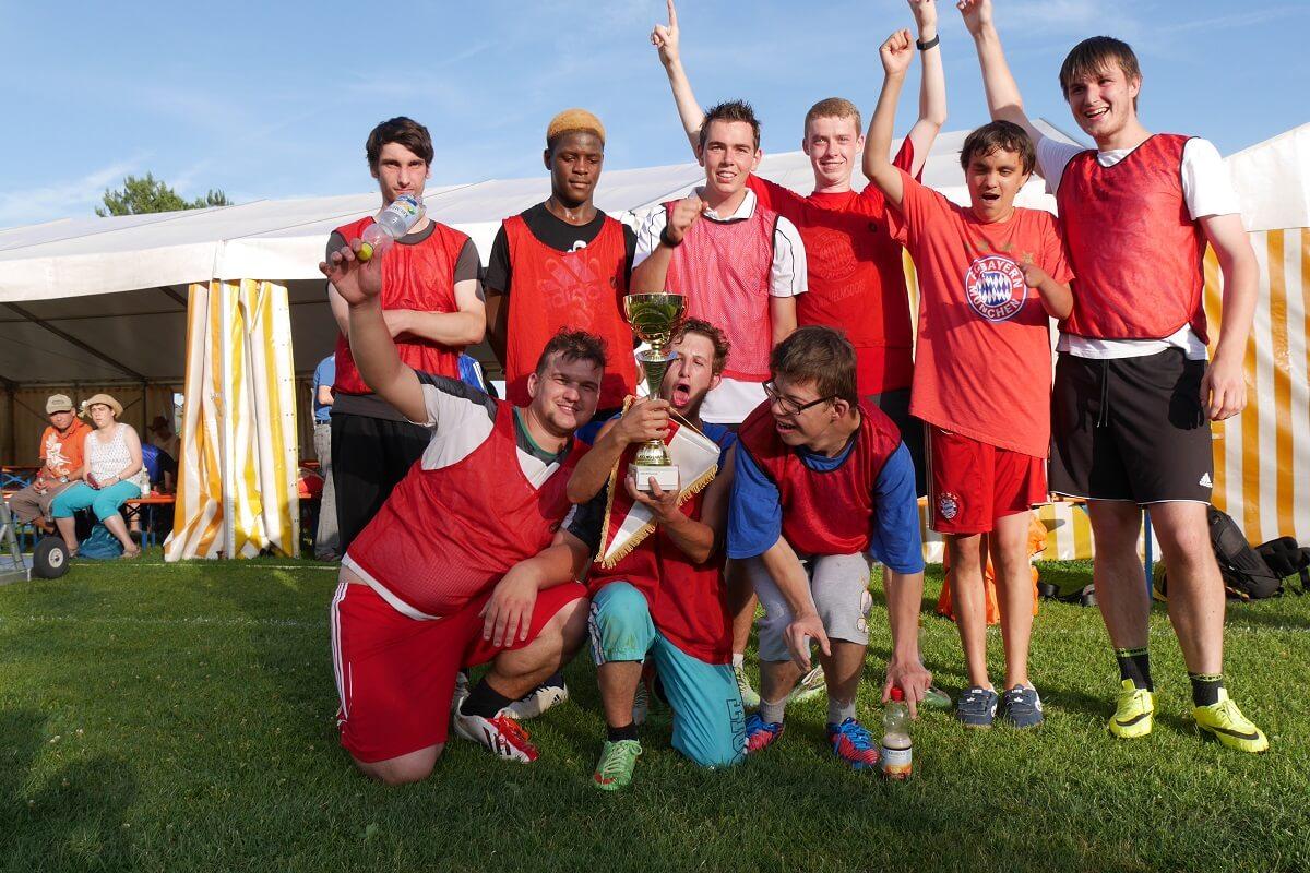 TSG Wilhelmsdorf Sport für Menschen mit Behinderung Fußball Unified Fanclubfest Bayern rot